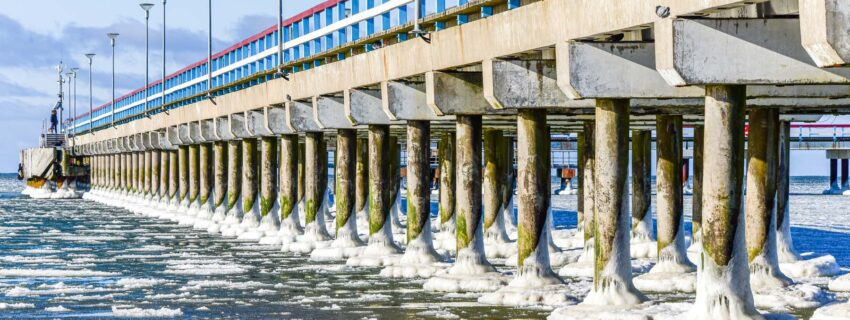 Ledo batais pasipuošęs Palangos tiltas (galerija)