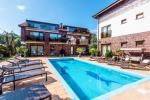 "Apartments and suites ""SKORPIONO VILA"" with heated swimming pool!"