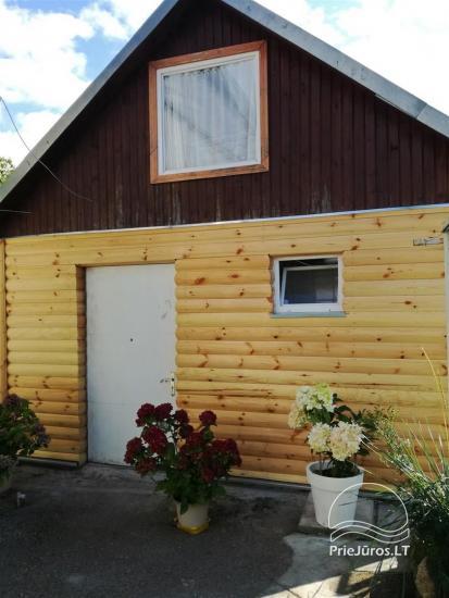 Rudas namelis, 2 kambariai, visi patogumai.  Topolių g. 5, Šventoji