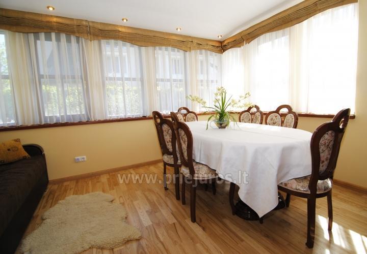 Dviejų kambarių butas Juodkrantėje su židiniu ir pavėsine kieme - 9