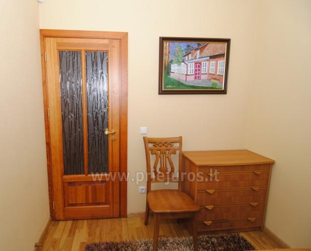 Dviejų kambarių butas Juodkrantėje su židiniu ir pavėsine kieme - 12
