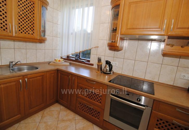 Dviejų kambarių butas Juodkrantėje su židiniu ir pavėsine kieme - 14
