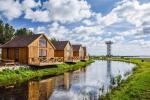 3 žvaigždučių Drevernos kempingas: nameliai, kavinė, uostas, vandens pramogos