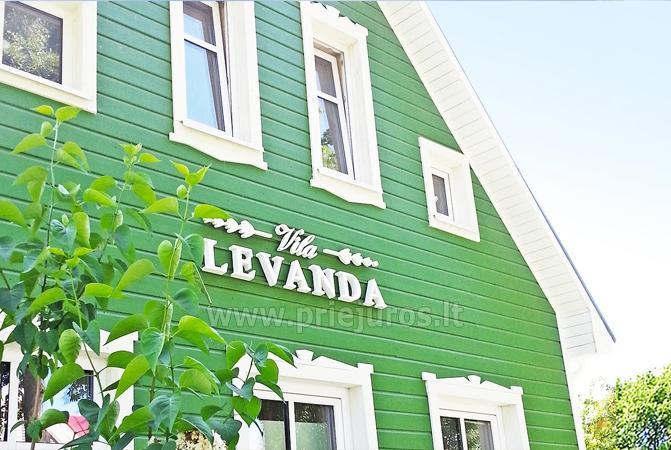 Kambarių nuoma Palangoje, gražiame name - vila Levanda. Erdvus kiemas, pievelė.