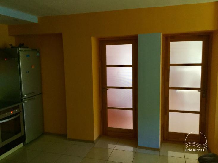Išnuomojami keturių kambarių apartamentai Juodkrantės centre su vaizdu į Kuršių marias bei nuostabiu gamtos reginiu į Raganų kalną - 11