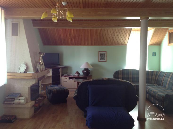 Medernus, erdvus ir šiesus vieno miegamojo apartamentas Palangoje - 4