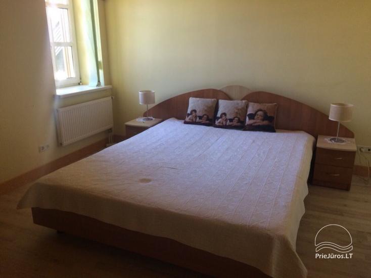 Medernus, erdvus ir šiesus vieno miegamojo apartamentas Palangoje - 5