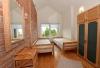 Du miegamieji ir bendras kambarys prie jų (apartamentai)