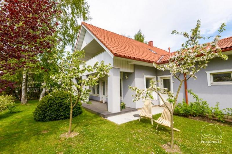 Ferienwohnung und Villa in Palanga GELTONDVARIS – private Höfe, Terrassen
