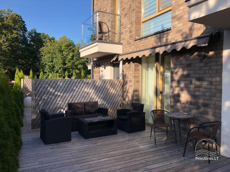 Stilingi Ošia ošia apartamentai su terasa nuomai Kunigiškėse. Tik 300 metrų iki jūros!