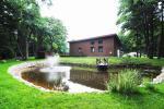 Namelis ir kambariai Palangoje. Yra žaidimų aikštelė, tvenkinys su fontanu, didelis kiemas - 1