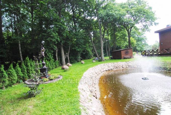 Namelis ir kambariai Palangoje. Yra žaidimų aikštelė, tvenkinys su fontanu, didelis kiemas - 4