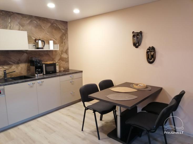 Dviejų kambarių butas Palangoje, renovuotame name, šalia pušyno