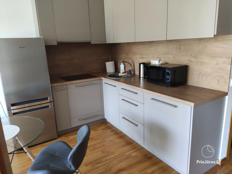 Divu istabu dzīvoklis jaunuzceltā mājā, netālu no tirdzniecības centra Molas
