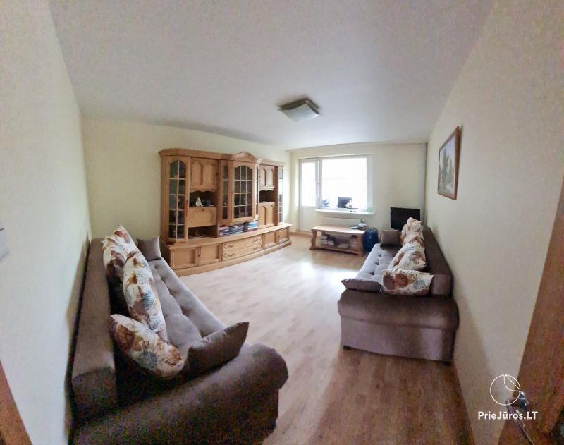 Tiek izīrēts mājīgs divu istabu dzīvoklis (50 kv.m.) Klaipēdā