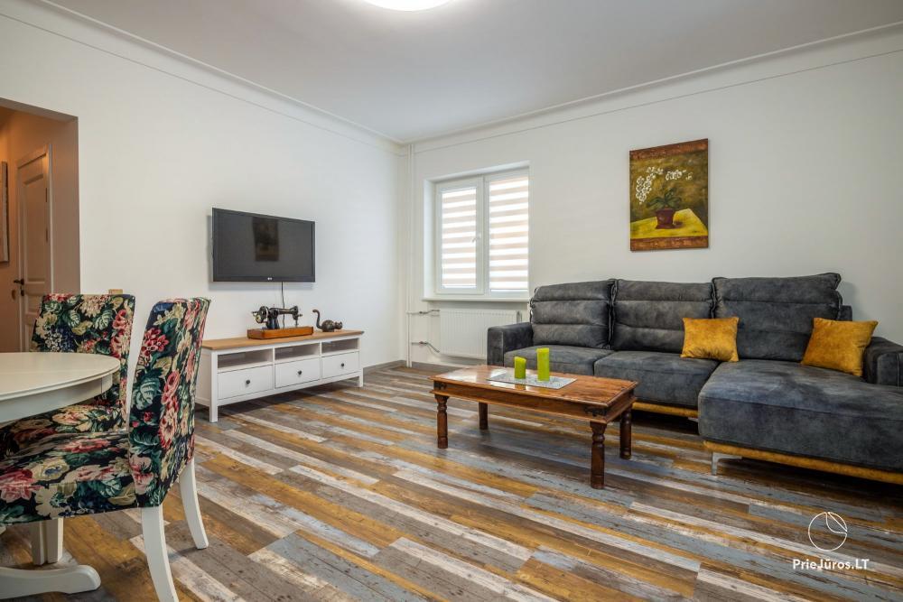 Stilingi, naujai įrengti dviejų kambarių apartamentai nuomai Klaipėdos senamiestyje - 1