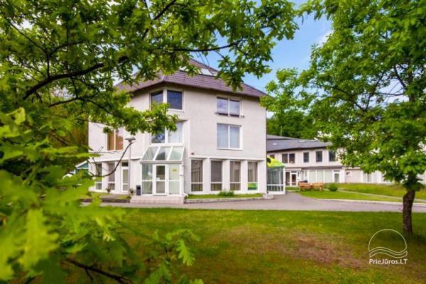 1–3-Zimmer-Ferienwohnungen in Juodkrante Prie Azuolo – separate Eingänge, Küchen, Terrassen