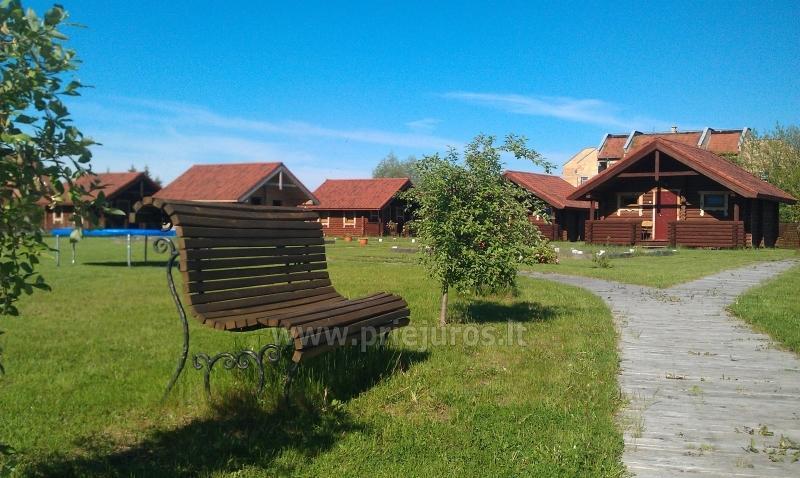 Rąstiniai nameliai Šventojoje