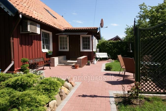 Dviejų kambarių apartamentai etnografiniame name Nidos centre su kiemeliu