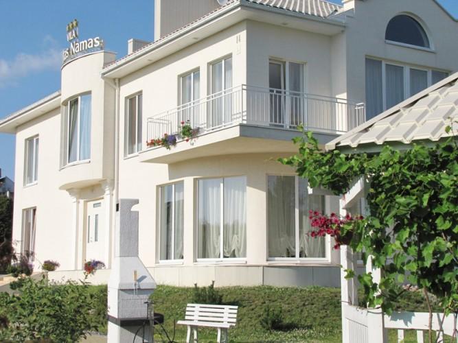 BALTAS NAMAS. Villa Palangā - dzīvokļi un istabas ar labierīcībām