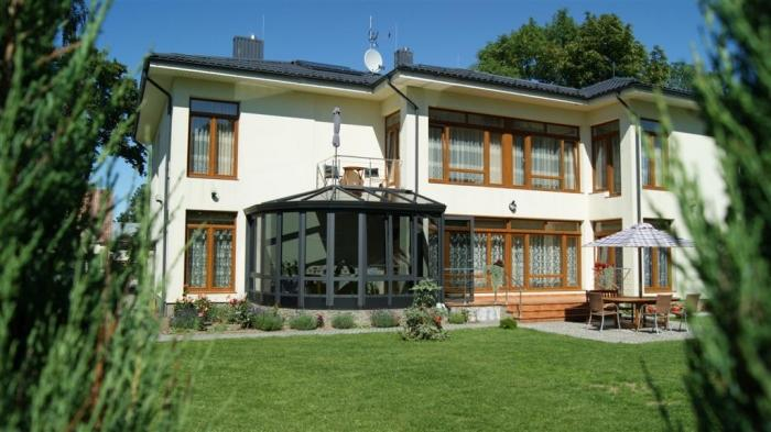 Villa in Palanga: 6 min walk to the sea, there is a private courtyard with an arbor, swing, next to the botanical park