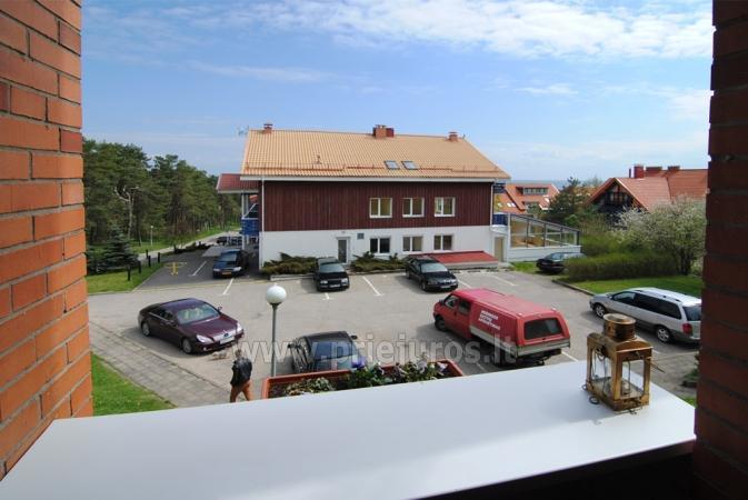 Vaizdas pro balkoną