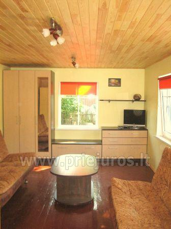 Studio apartment in Nida: on the ground floor, overlooking the lagoon, an arbor with garden furniture in the yard