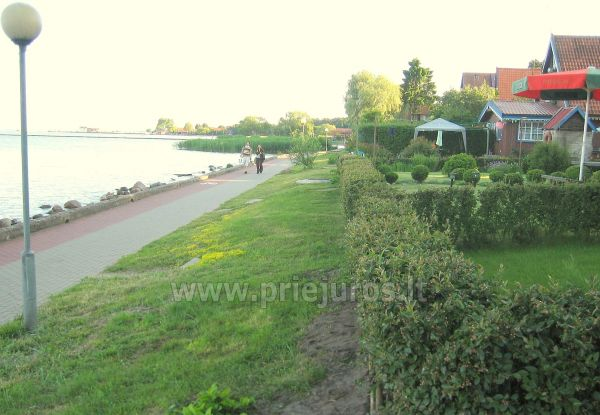 Studio apartment in Nida: on the ground floor, overlooking the lagoon, an arbor with garden furniture in the yard - 8