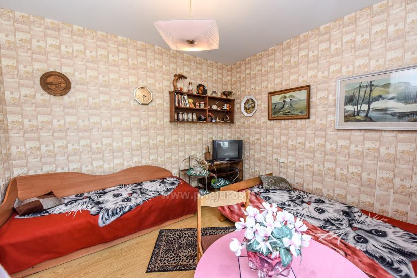 Trivietis butukas pirmame aukšte su atskiru įėjimu, virtuve, dušu, WC
