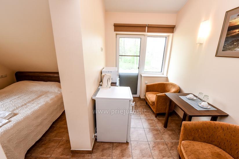Dvivietis antrame aukšte su TV, šaldytuvu, arbatinuku, mikrobangų krosnele, dušu ir WC