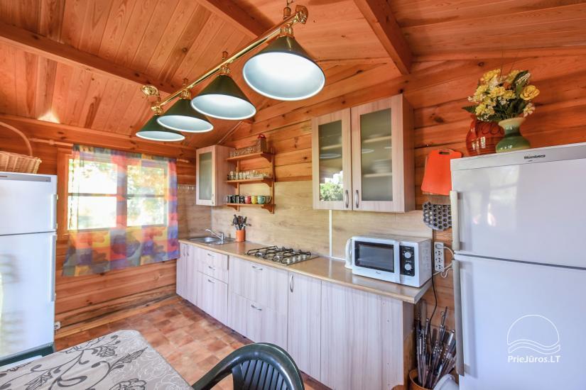 Virtuvė nameliams su bendrais patogumais