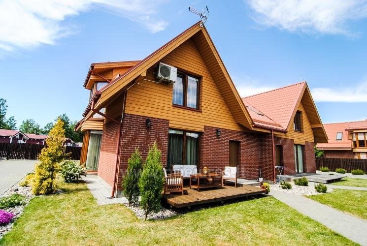 Vila Vėtrūnė - tai vieta išskirtiniam Jūsų poilsiui. Privatus kiemas, terasa su lauko baldais, rami vieta.