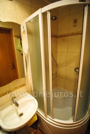 Keturvietis dviejų kambarių butas Palangoje su balkonu. Gražiai sutvarkyta aplinka, nauji baldai. - 12