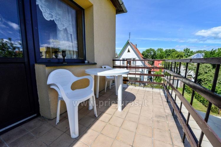 Triviečio ir keturviečio kambarių nuoma Palangos centre: balkonas, WiFi, pavėsinė kieme - 8
