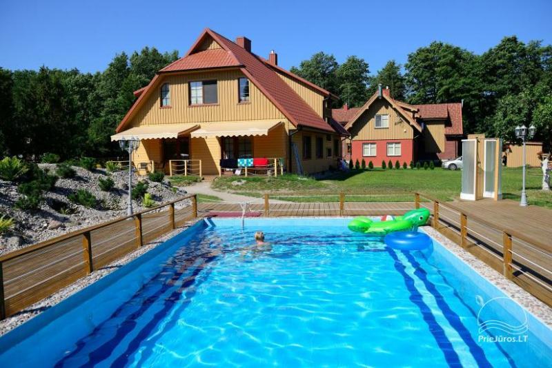 """Villa Vanilla"""" - modernių kambarių nuoma Karklėje. Kieme 2 baseinai, iki jūros - 250 m!"""