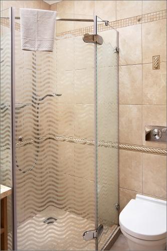 Stilvolle, geräumige 2-Zimmer-Ferienwohnung Inga mit Kamin und 14 m² Terrasse - 14