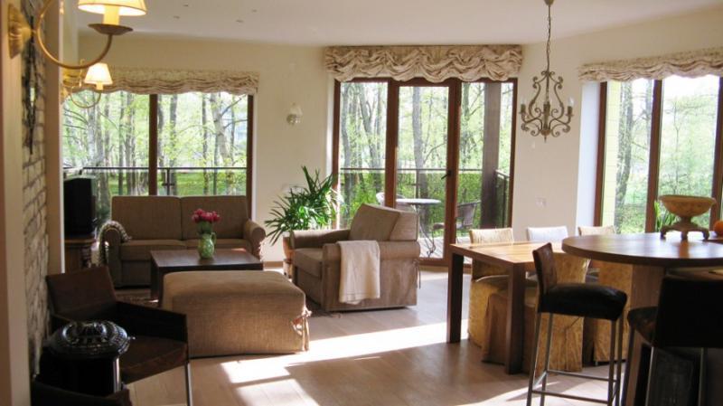 """Stilingi, erdvūs 2-jų kambarių """"Ingos apartamentai"""" su židiniu ir 14 m² terasa"""