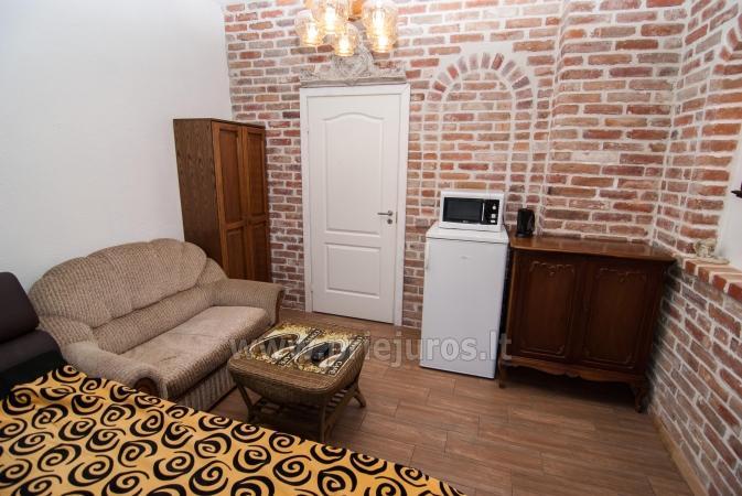 ein zimmer 2 1 wohnung mit separatem eingang in einem privaten haus in palanga. Black Bedroom Furniture Sets. Home Design Ideas