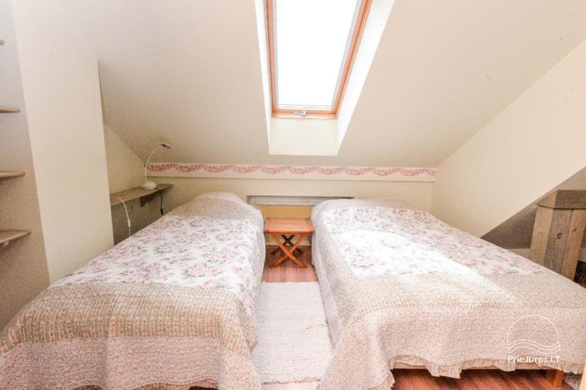 Mājīgs dzīvoklis uz trīs stāvos Pervalka ar kamīnu, terase - 9