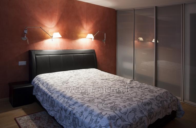 Erdvūs 2 kambarių apartamentai su atskiru įėjimu ir terasa, yra WiFi - 6