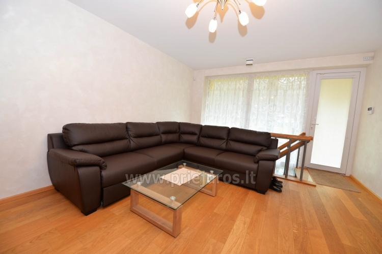 Erdvūs 2 kambarių apartamentai su atskiru įėjimu ir terasa, yra WiFi - 5