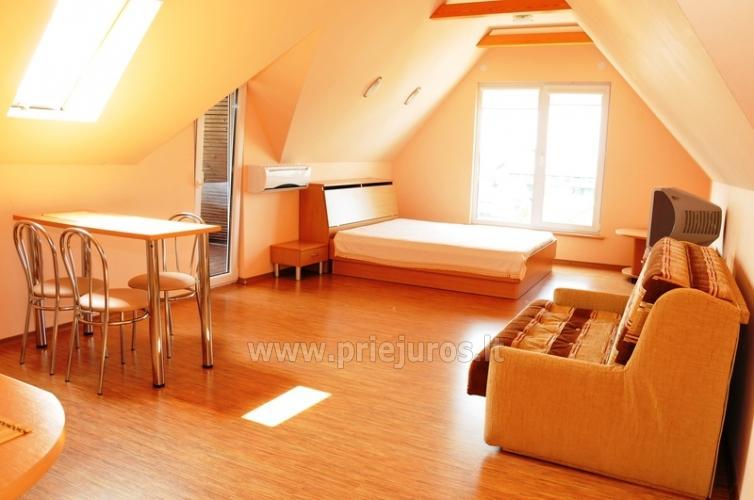 Erdvus 2 kambarių butas. Rami vieta, 10 min. iki jūros ir centro