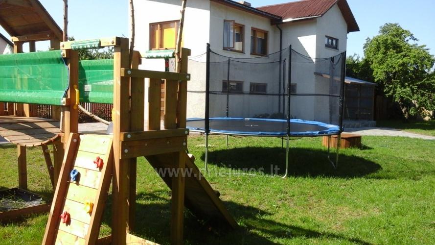 g stehaus mit privaten garten kinderspielplatz trampolin feuerstelle. Black Bedroom Furniture Sets. Home Design Ideas