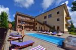 """""""IEVŲ VILA"""" in Palanga – comfortable apartments and rooms, wide yard, heated swimming pool"""