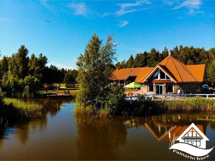 Viesu māja ar restorānu un pirti PAMARIO BURĖ pie Kuršu lagūnas