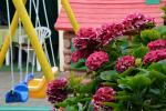 Vaikų žaidimų aikštelė uždarame vilos kieme
