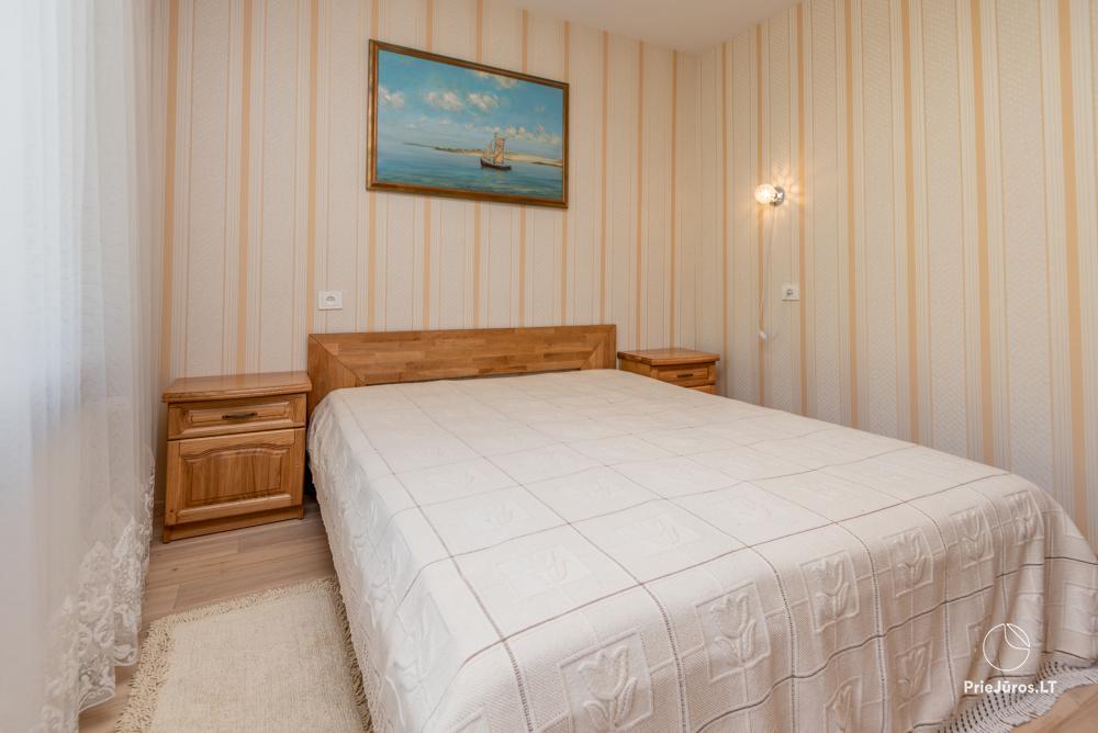 Puikus dviejų kambarių butas Nidos centre su didele terasa, lauko baldais - 8