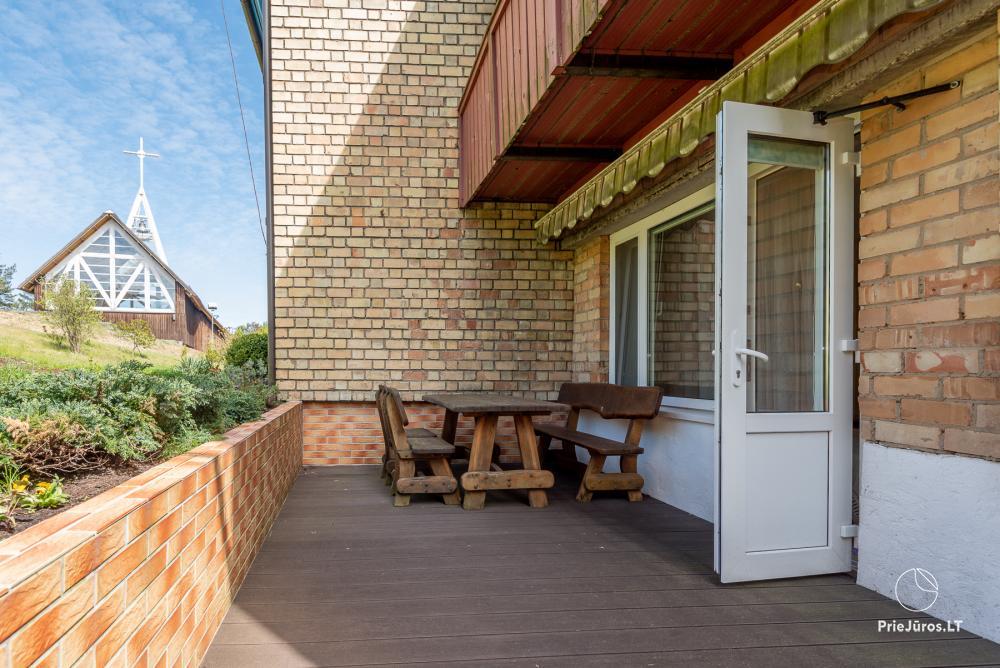 Puikus dviejų kambarių butas Nidos centre su didele terasa, lauko baldais - 10