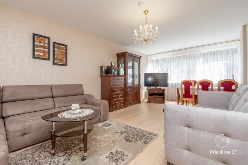 Puikus dviejų kambarių butas Nidos centre su didele terasa, lauko baldais