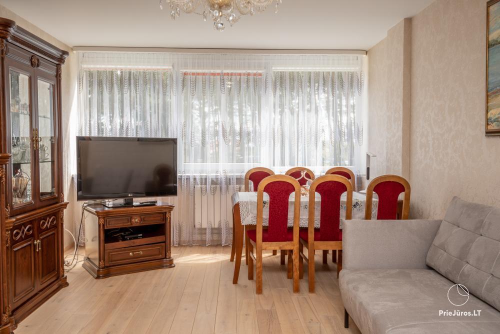 Puikus dviejų kambarių butas Nidos centre su didele terasa, lauko baldais - 3